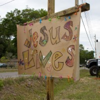 Jesus-Lives-Sign-1-Cropped-322972_200x200